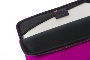 Tucano Top, Second Skin Neopren-Hülle für MacBook Pro 13 2016, fuchsia – Bild 5